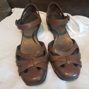 Born Size 8.5 Brown Leather Heeled Sandals